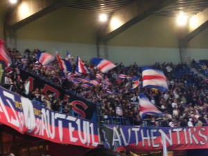 Authentiks (tribune G) lors de PSG 0-0 Kayserispor